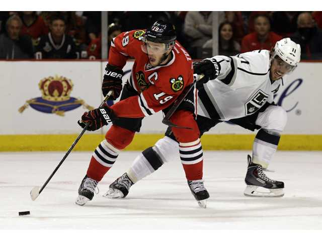 Blackhawks get past Kings in Game 1