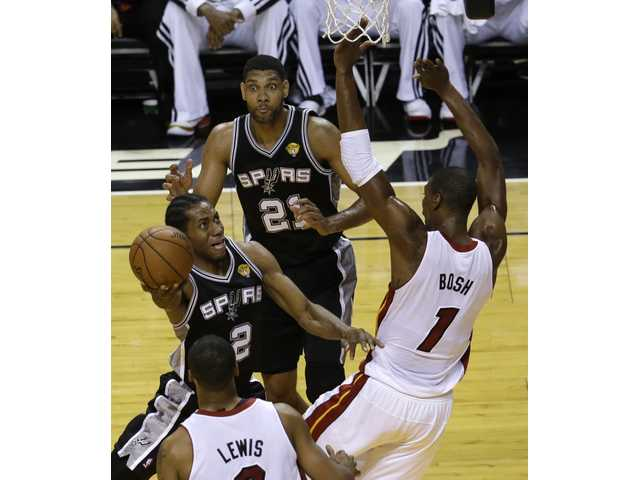 Leonard, Spurs roll to victory over Heat