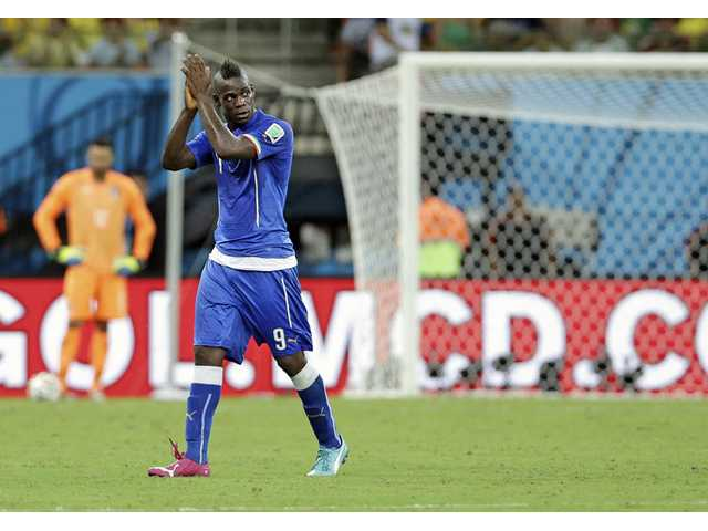 Italy's Mario Balotelli applauds during a World Cup soccer match between England and Italy in Manaus, Brazil, on Saturday.