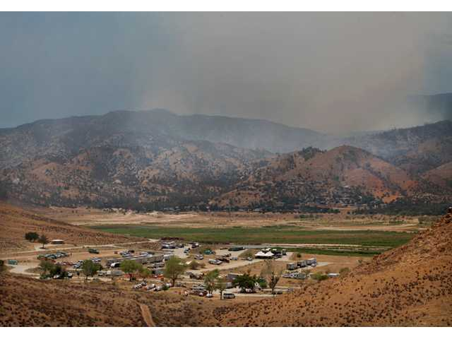 Residents return as Sierra Nevada wildfire tamed