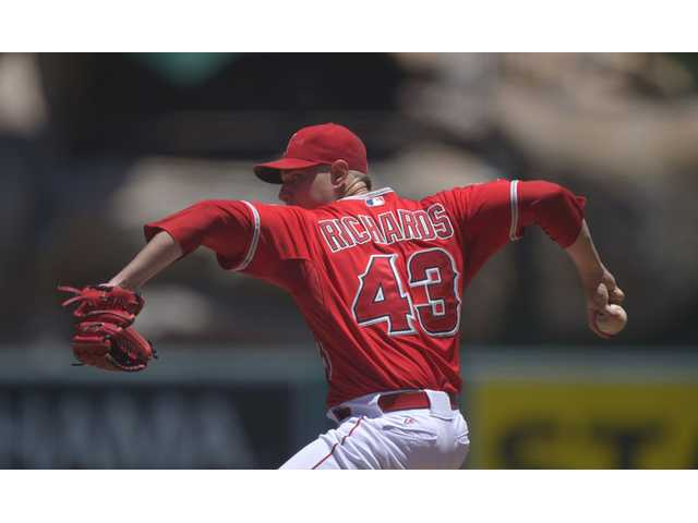 Richards has 11Ks, Angels top Astros