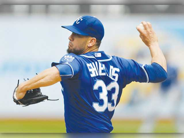 Kansas City Royal and Hart graduate James Shields works against the Oakland Athletics on Sunday in Oakland.