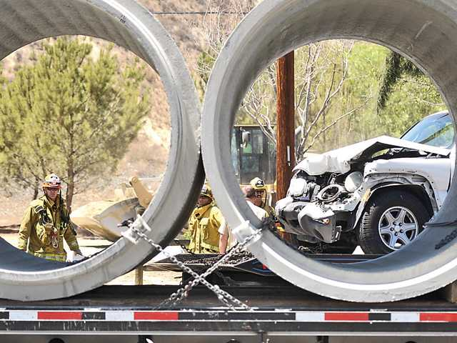 Two injured in Canyon Country crash