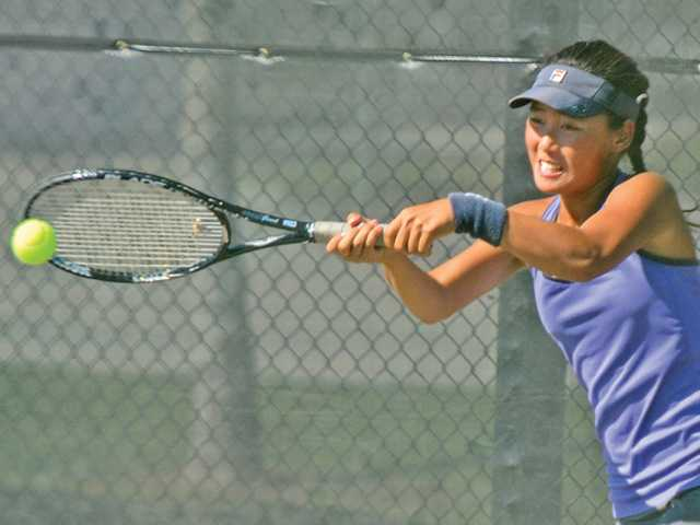 Valencia tennis gets big win early