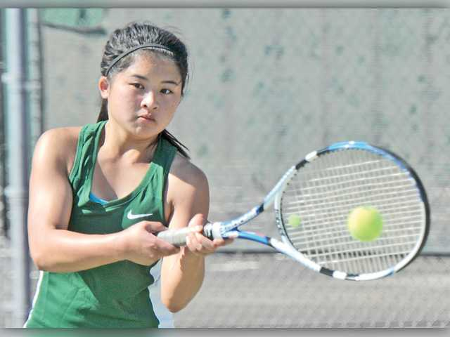 Canyon tennis continues hot start