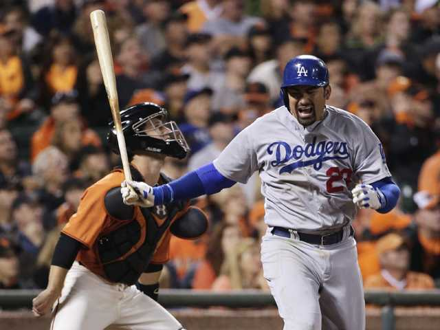 Giants rout Dodgers