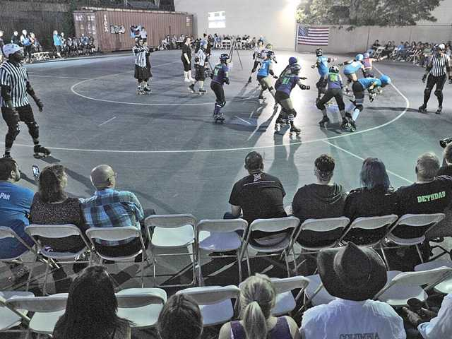 The Balboa Bandits take on the Topanga Maul Rats during the San Fernando Valley roller derby bout. Signal photo by Katharine Lotze