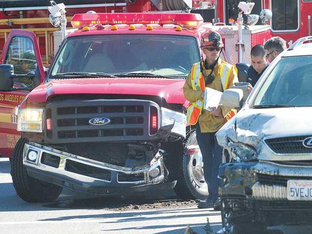 Paramedic truck, SUV collide in Valencia