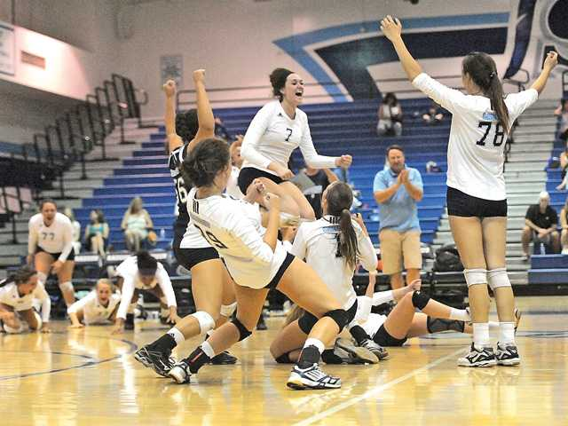 Saugus girls volleyball beats ranked opponent 3-2