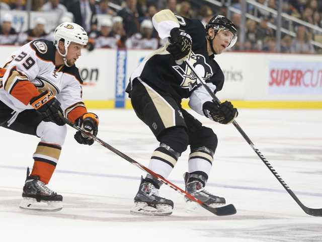 Ducks outgunned by Penguins in opener