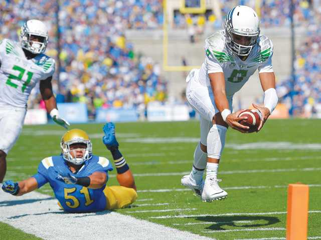 No. 12 Oregon's routs No. 18 UCLA