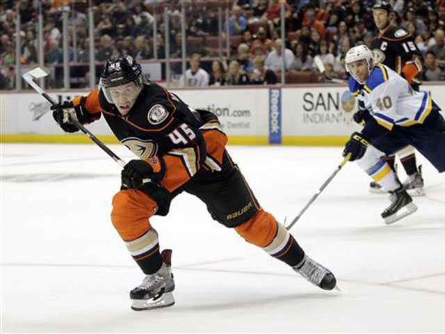 Ducks blank Blues 3-0 for 5th straight win