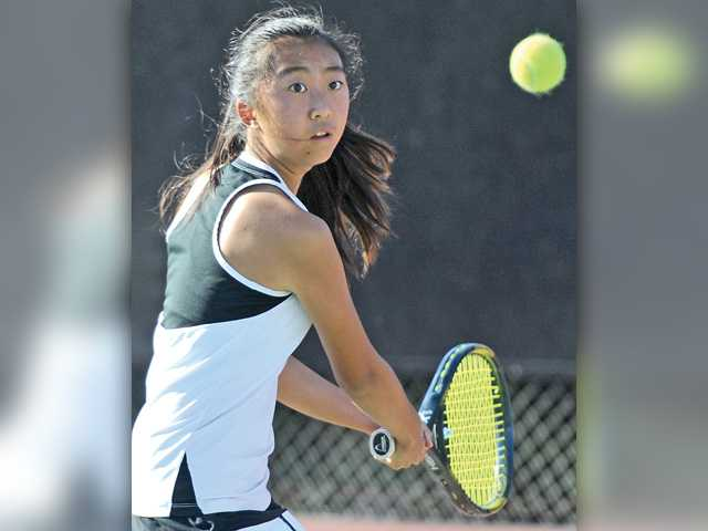 Foothill tennis roundup: Hart, Valencia girls set up league title match