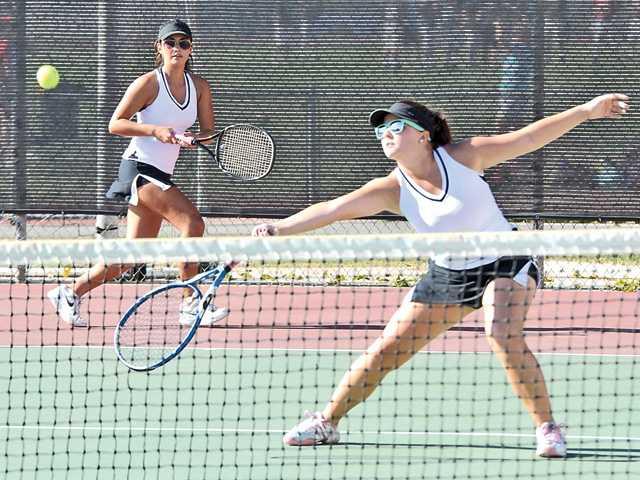 Foothill tennis roundup: Hart, Valencia girls set up league title match