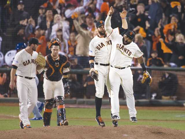 Giants surge past Royals to tie Series 2-all