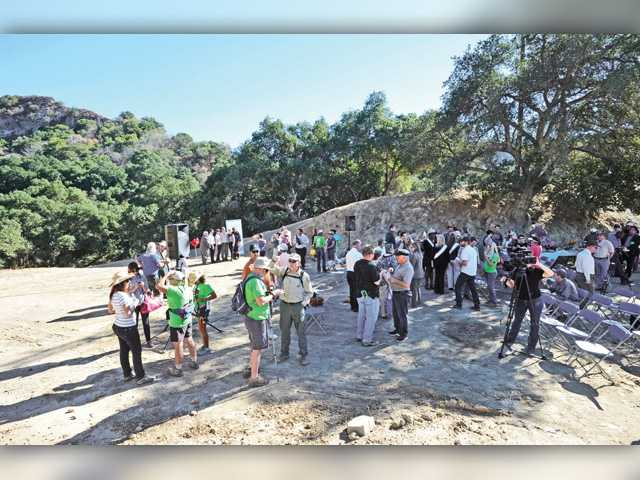 Rugged Newhall Pass land joins Santa Clarita open space