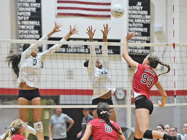 Foothill volleyball roundup: Hart buckles down to beat Saugus