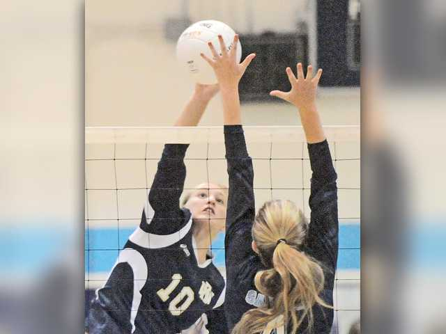 Saugus volleyball secures playoff spot