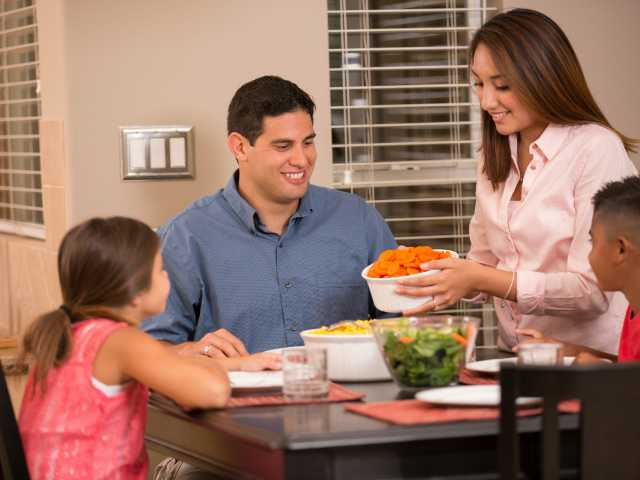 Happy family dinners can keep your children in shape