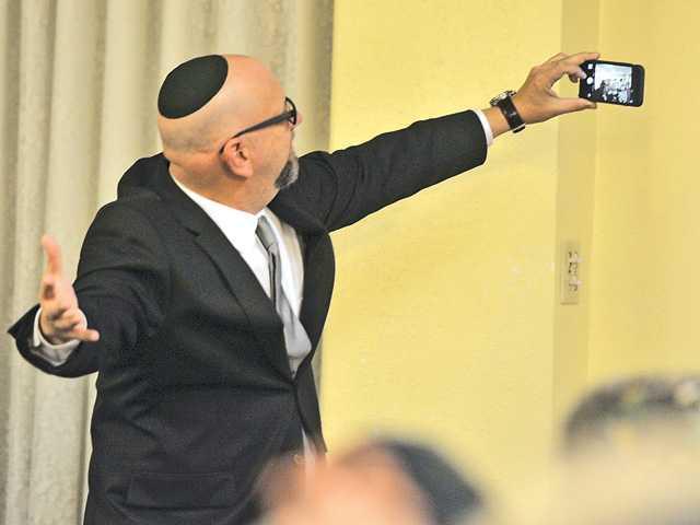 Rabbi/filmmaker visits Chabad of SCV