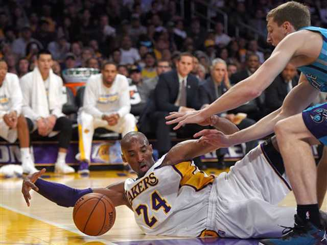 Lakers surge in 3rd quarter for first win