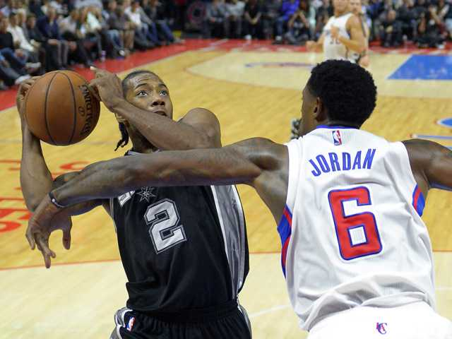 Spurs rally past Clippers