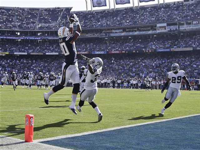 Rivers leads Chargers over winless Raiders