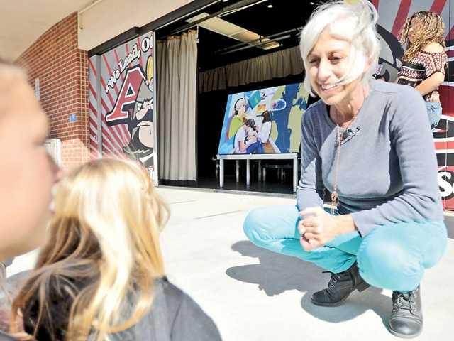 SCV school gets artist in residence