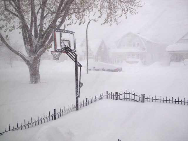 Snowstorm strands 150 vehicles on New York thruway