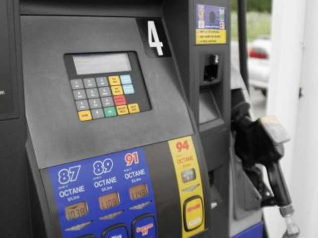 Gas prices continue to fall in SCV and statewide