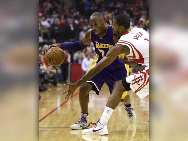 Bryant leads Lakers to win over Rockets