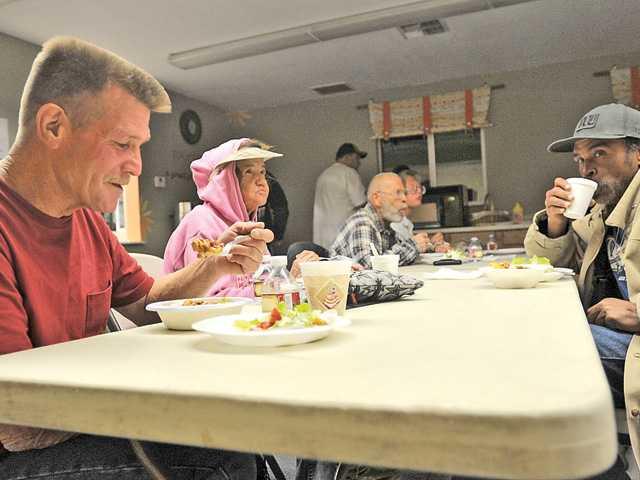 SCV homeless shelter opens its doors