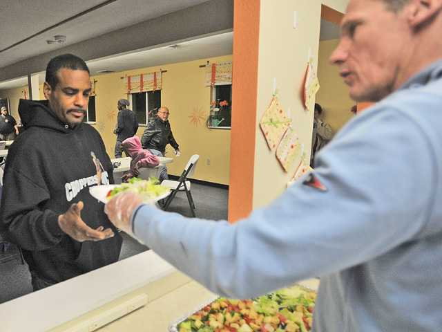 SCV homeless shelter opens its doors