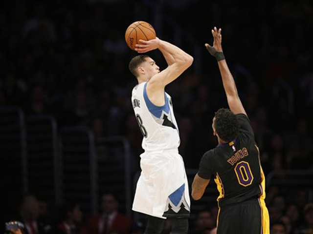 T-Wolves beat Lakers after Kobe misses 3-pointer