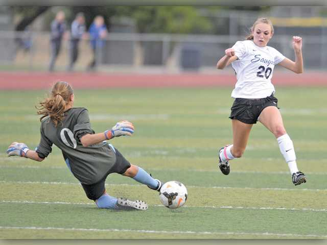 Saugus soccer speeds past Crescenta Valley