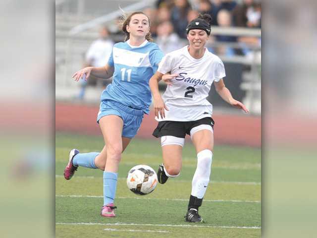 Saugus soccer speeds past Crescenta Valley