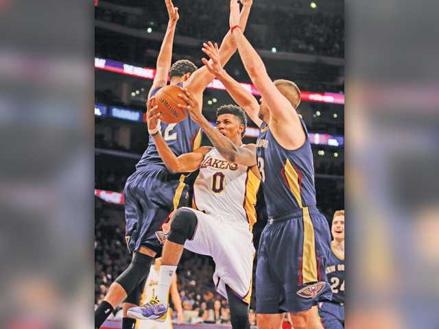 Bryant scores 14 as Lakers lose big to Pelicans