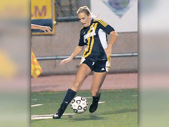 Kneisel leads list of conference honors for COC