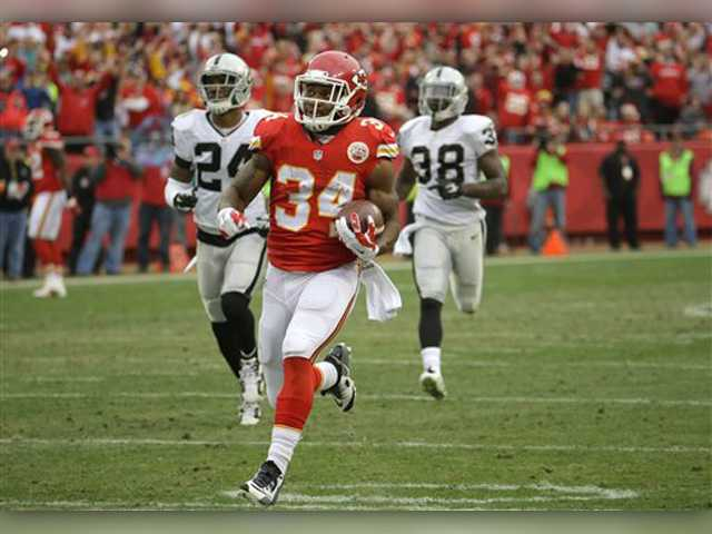 Alex Smith helps Chiefs rout Raiders 31-13