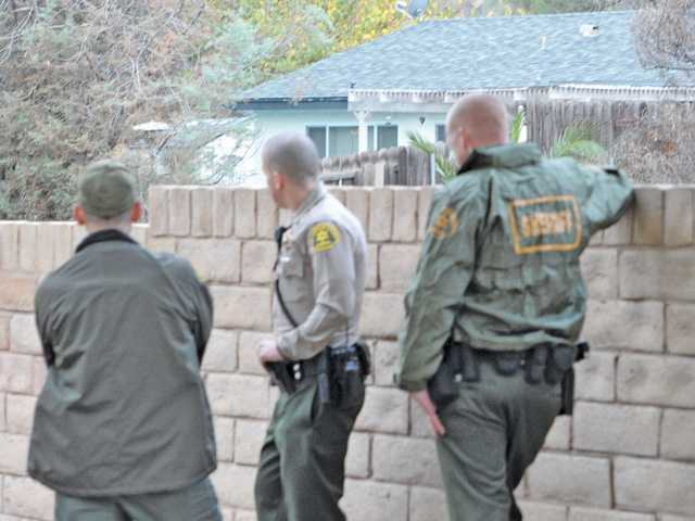 UPDATE: Man threatens to harm self, holes up in Canyon Country home