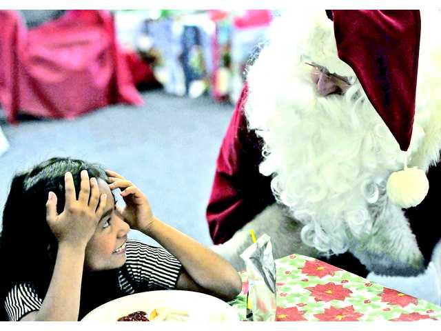 Santa delivers gifts to Castaic students
