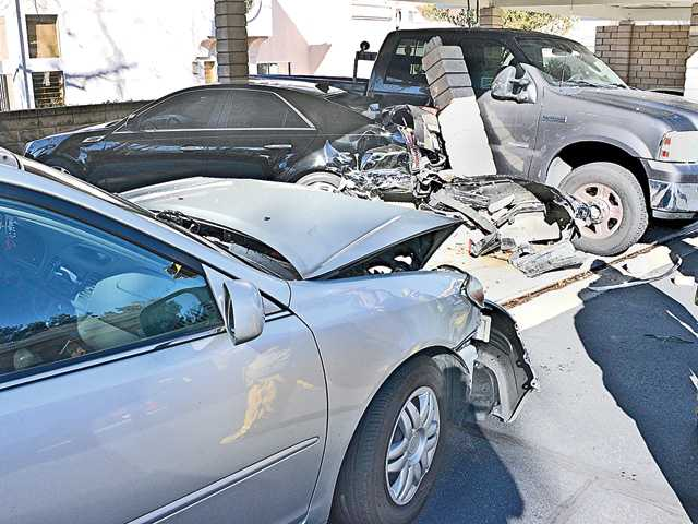 Car crashes into parked cars, support post in Valencia
