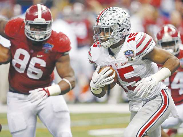 Ohio State running back Ezekiel Elliott (15) runs toward the end zone as Alabama defensive lineman A'Shawn Robinson (86) looks on durin the Sugar Bowl on Thursday in New Orleans.