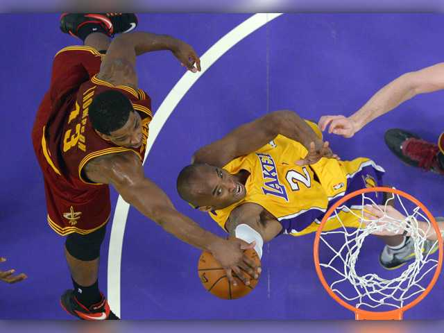 LeBron's Cavs hold off Kobe's Lakers