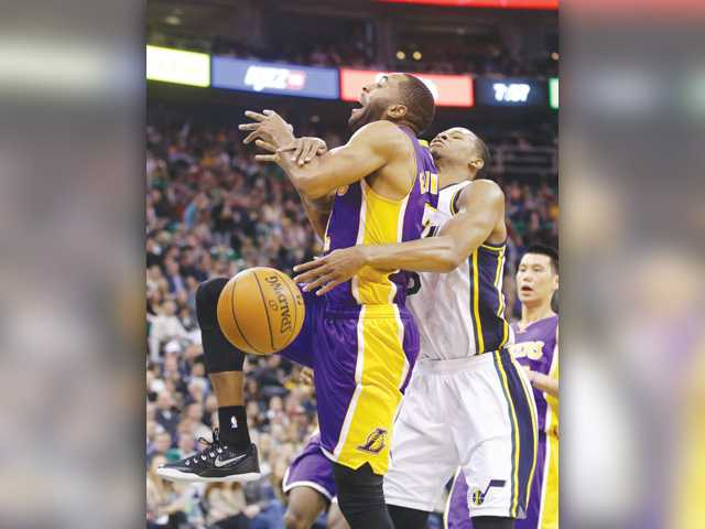 Jazz snap three-game skid, beat Kobe-less Lakers