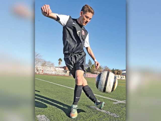 Deep family, soccer ties keep Hart's Salvadori serious on the field