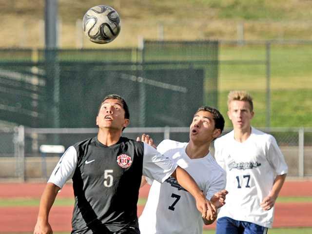 Hart soccer beats Saugus in battle of league unbeaten teams