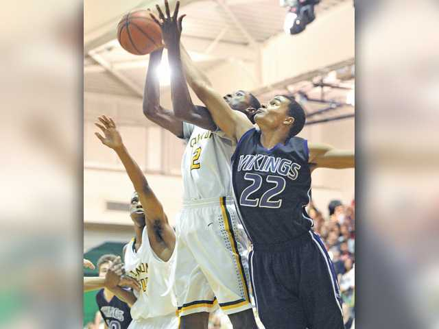 Valencia boys hoops wins in Chad Phillips' homecoming