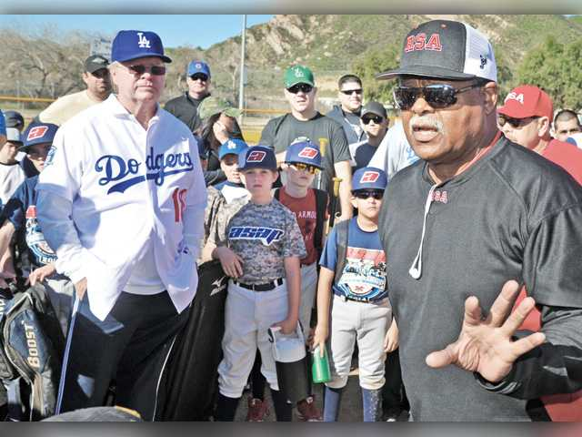 Hundreds turn out for baseball camp with former Dodgers