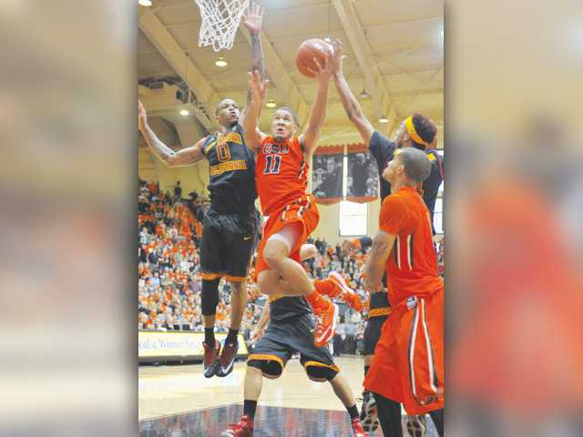 Oregon State's Malcolm Duvivier (11) shoots against USC's Darion Clark (0) on Saturday in Corvallis, Ore.